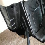 Kabelführung des Stroms hinter dem Fahrersitz
