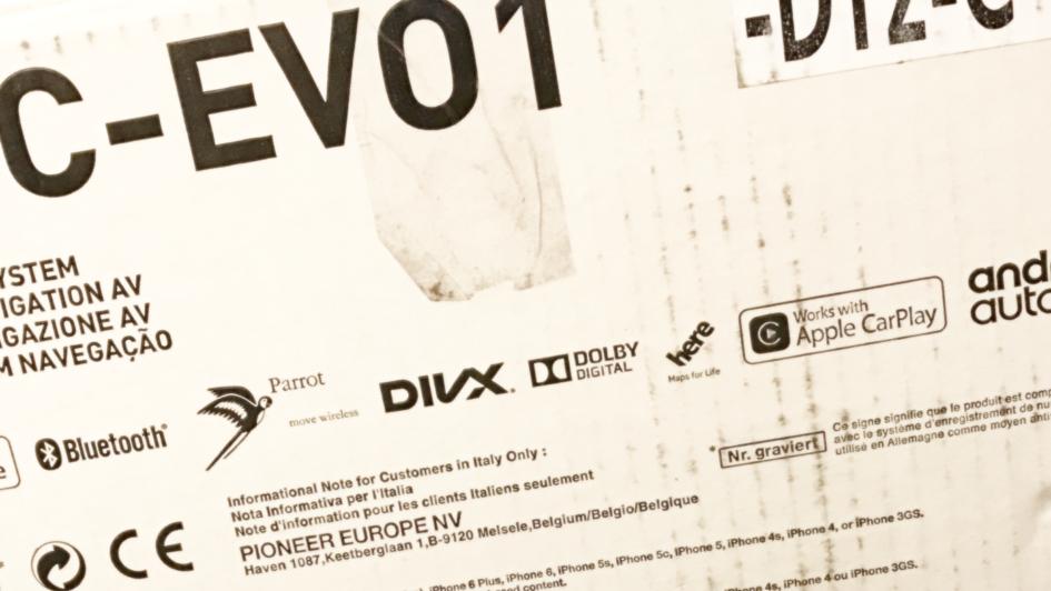 Der Lieferkarton des EVO1 DT2 Geräts von Pioneer