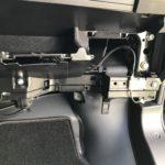 Einbauposition des Verstärkers hinter dem Handschuhfach