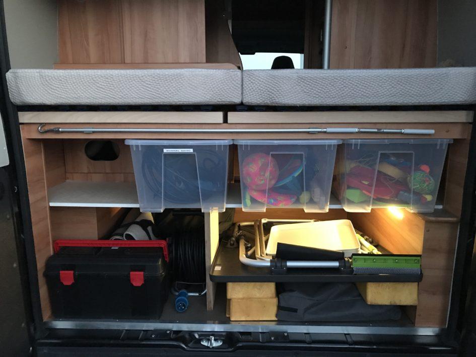 Stauraum mit Boxen
